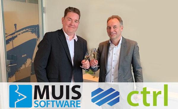 Mattijs Wilms en Gert de Jong proosten op de samenwerking